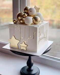 How much talent! there is this winter cake ❄️ - How much talent! there is this winter cake ❄️, lot of - Elegant Birthday Cakes, Beautiful Birthday Cakes, Gorgeous Cakes, Baby Cakes, Baby Birthday Cakes, Cupcake Cakes, Beer Birthday Party, Girl Cakes, Cake Decorating Designs