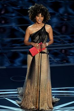 Halle Berry Photos Photos - Actor Halle Berry speaks onstage during the 89th Annual Academy Awards at Hollywood & Highland Center on February 26, 2017 in Hollywood, California. - 89th Annual Academy Awards - Show