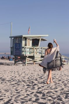 Hello Los Angeles - you look gorgeous today! Travel Diary, travellover, travel heart, travelblogger, Traveller, Venice Beach, Lifeguard house, beach time, outfit inspiration, girly, Happiness, California, Calilove, lala land