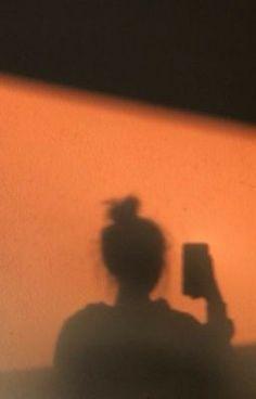 Orange Aesthetic, Sky Aesthetic, Bad Girl Aesthetic, Aesthetic Backgrounds, Aesthetic Iphone Wallpaper, Aesthetic Wallpapers, Shadow Photography, Girl Photography Poses, Silhouette Photography