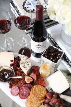 If you have ever had a fantastically curated grape juice and cheddar dairy product trying to taste, you understand the magical of a new ideal coupling, from Cheddar to Camembert, every cheddar dairy product consists of a plum. Cheese Platters, Food Platters, Tapas, Wine Recipes, Cooking Recipes, Brunch, Wine Night, Wine Cheese, Antipasto