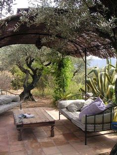 45 Fabulous Small Relax Areas in Your Backyard Outdoor Rooms, Outdoor Gardens, Outdoor Living, Outdoor Decor, Italian Cottage, Italian Garden, Porches, Provence Garden, Mediterranean Garden