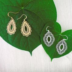 LAVISHY designs & wholesale original & beautiful applique bags, wallets, pouches & accessories for gift shop/boutique buyers in USA, Canada & worldwide. Filigree Earrings, Drop Earrings, Makeup Pouch, Gift Store, Crochet Earrings, Plating, Fashion Accessories, Clothing Boutiques, Peta
