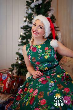Christmas is here (c) misswindyshop.com   #misswindyshop #christmas #dress #green #circle #vintage #fifties #petticoat #gifts #dressforchristmas #everydayisadressday #dressrevolution