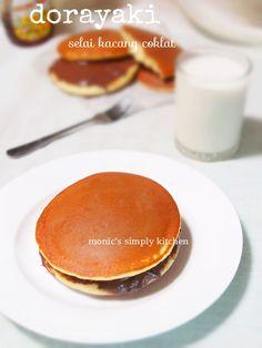 resep dorayaki dengan teflon Muffin Tin Breakfast, Breakfast Menu, Cooking Time, Cooking Recipes, Japanese Pancake, Kitchen Hacks, Cake Cookies, Food And Drink, Easy Meals