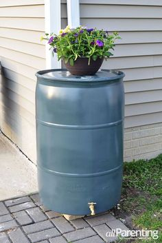 Rather than paying for water out of the tap, water your garden by harnessing the runoff from your roof with your very own DIY rain barrel. Outdoor Projects, Outdoor Decor, Outdoor Ideas, Outdoor Stuff, Backyard Ideas, Outdoor Spaces, Garden Ideas, Grow Home, Rainwater Harvesting