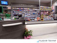 Una tabaccheria in stile moderno-elegante in provincia di Cuneo. Colori scelti bianco e grigio antracite.