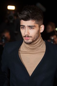 Zayn Malik of One Direction attends the NRJ Music Awards at Palais des Festivals on December 2013 in Cannes, France. Get premium, high resolution news photos at Getty Images Niall Horan, Zayn Mallik, Zayn Malik Photos, Cabelo Zayn Malik, Estilo Zayn Malik, Zayn Malik Hair, Liam Payne, One Direction Interviews, Ex One Direction