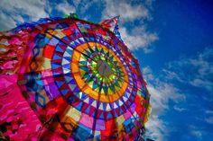 Festival de barriletes gigantes en Sumpango, Guatemala - Buscar con Google