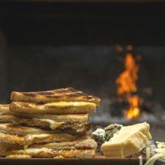 Jan Braai's 3-cheese braaibroodjie | Food24