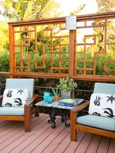 One-of-a-kind geometric details add interest to this relazed space. See more dreamy decks: http://www.bhg.com/home-improvement/deck/ideas/dream-decks/?socsrc=bhgpin040913geometricdetailspatio=15
