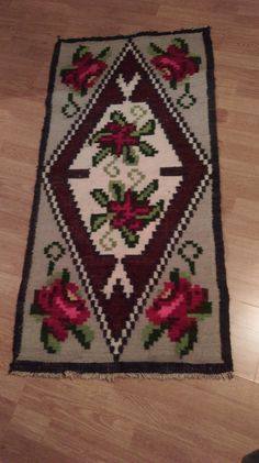 Antique hand woven Romanian traditional wool by hobbywoodromania Wool Carpet, Rugs On Carpet, Rug Making, Persian Rug, Vintage Decor, Wool Rug, Bohemian Rug, Hand Weaving, Rug Patterns