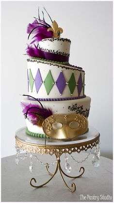 Festive Mardi Gras Cake by The Pastry Studio: Daytona Beach Fl desserts Gorgeous Cakes, Pretty Cakes, Amazing Cakes, Mardi Gras Desserts, Mardi Gras Food, Grass Cake, Masquerade Cakes, Fondant, Carnival Cakes