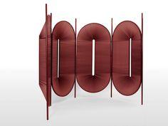 Design : Christophe de la Fontaine  Mål : 80 x 20 x 180 cm   Materiale : Pulverlakeret stål, plisseret stof.