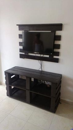 Pallet Ideas: DIY Pallet Media Console and TV stand