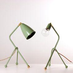 Tripod desk lamp in black with bronze shade
