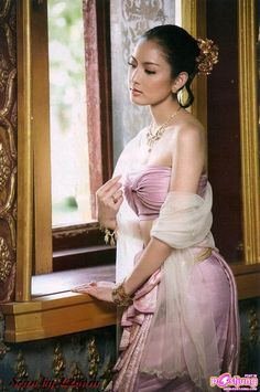 World Ethnic & Cultural Beauties — Thai Traditional Thai Clothing, Traditional Dresses, Culture Of Thailand, Thailand Fashion, Thai Dress, Thai Style, Bridesmaid Dresses, Wedding Dresses, Short