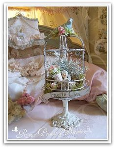 Idea: Make a fairy garden bird nest. Shabby Chic Crafts, Shabby Chic Cottage, Vintage Crafts, Vintage Shabby Chic, Shabby Chic Homes, Shabby Chic Style, Rose Bonbon, Kitsch, Romantic Shabby Chic