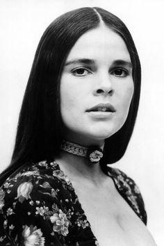 Ali MacGraw, actriz que hizo llorar a una generación con la cinta Love Story.