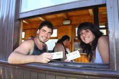 """Cerca de 5.000 turistas disfrutaron de """"La Trochita"""" en las primeras semanas del año http://www.ambitosur.com.ar/cerca-de-5-000-turistas-disfrutaron-de-la-trochita-en-las-primeras-semanas-del-ano/ El Viejo Expreso Patagónico, dependiente de la Corporación de Fomento del Chubut (CORFO), vendió en tan solo 20 días alrededor de 5.000 boletos. Se convierte así en uno de los principales atractivos para los turistas que en gran medida llegan hasta la zona cordillerana."""
