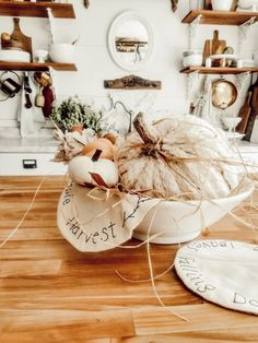 How to Make a Yarn Pumpkin Diy Outdoor Kitchen, Easy Fall Crafts, Wall Candle Holders, Boho Diy, Autumn Inspiration, Autumn Home, Seasonal Decor, Table Decorations, Fall Decorating