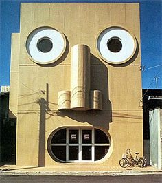 Unusual Architecture Around the World Stunning Pics) - Part Kazumasa Yamashita - Face House. Unusual Buildings, Interesting Buildings, Things With Faces, Crazy Houses, Weird Houses, Architecture Cool, Vernacular Architecture, Unusual Homes, Unusual Things