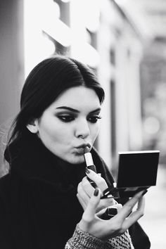 Kendall Jenner - the actress who plays Roz