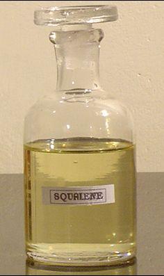 El escualeno (squalene) o escualano (squalane) es uno de los aceites más útiles en cosmética... ¿quieres saber por qué?