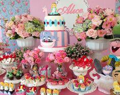 Quer fazer uma festa infantil Alice no País das Maravilhas? Veja essas ideias super legais, decorações e inspirações para sua festa infantil.