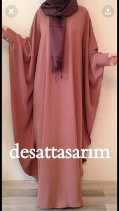 Desattasarım cloak dress - Another! Islamic Fashion, Muslim Fashion, Niqab Fashion, Fashion Outfits, Dress Fashion, New Yorker Mode, Mode Abaya, Abaya Style, Abaya Designs