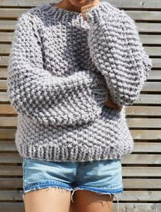 The Seed Bubble Sweater is the perfect big knit to wear when the temperature drops. Constructed seamlessly to reduce as much bulk as possible, this is a fun pattern to challenge your knitting skills. Chunky Knitting Patterns, Knit Patterns, Super Chunky Yarn, Knit Crochet, Crochet Pattern, Big Knits, Diy Mode, Vogue Knitting, Baby Knitting