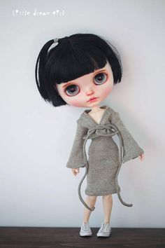 Wanna have a relaxed weekend at home and do some Yoga? Try this casual wear! It is soooo soft and comfortable for your Blythe doll! She will never take it off once put it on! This set contains 3 pieces: 1. Long sleeve shirt 2. Long pants 3. Long skirt Multiple colors available!