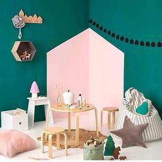 Uma simples pintura na parede cria um ambiente lindo prá brincadeira das crianças!
