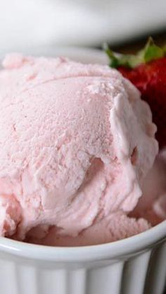 Discover even more details on ice cream desserts ideas. Check out our internet site. Who knew it was this easy to make creamy, decadent, delicious gelato at home? This fresh strawberry version is luxurious and so easy to make! Cold Desserts, Ice Cream Desserts, Frozen Desserts, Ice Cream Recipes, Frozen Treats, Cheesecake Ice Cream, Sorbet Ice Cream, Gelato Ice Cream, Strawberry Custard Ice Cream Recipe