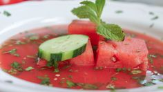 Sweet, savory, and spicy, this cold soup (known as gazpacho) is the perfect summertime recipe for watermelon lovers. No cooking required! It's easy and simpl. Raw Food Recipes, Soup Recipes, Fresco, Watermelon Soup, Gazpacho Soup, Tomato Gazpacho, Eat Seasonal, Soup And Salad, Soups And Stews