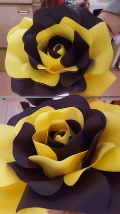 Tissue Paper Flowers Paper Roses Felt Flowers Giant Paper Flowers Diy Flowers Fabric Flowers White And Blue Flowers Origami Blume Flower Template Paper Sunflowers, Paper Flowers Craft, How To Make Paper Flowers, Large Paper Flowers, Crepe Paper Flowers, Paper Flower Backdrop, Flower Crafts, Diy Flowers, Fabric Flowers