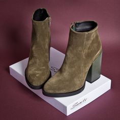 Dark Olive #SanteWorld #FW1718 Available in stores & online (SKU-97421): www.santeshoes.com Winter 2017, Fall Winter, Chelsea Boots, 18th, Ankle, My Style, Shoes, Dark, Fashion