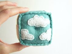 Possibly the cutest pin cushion, ever? #crafts #sewing #felt