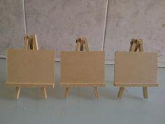 mini atril de fibrofacil de 10x7 x 10 unidades Dining Chairs, Lettering, Diy, Painting, Furniture, Home Decor, Ideas, Wood Scraps, Portrait Frames
