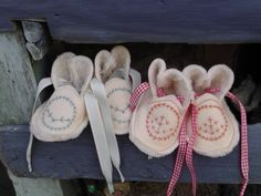 Nestling bootees