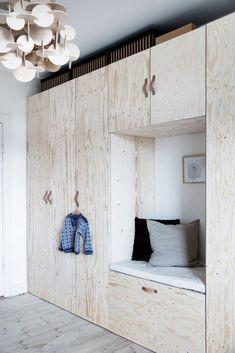 Når man bor fire mennesker på 80 kvm, skal der gode indretningsidéer til Modern Bedroom Furniture, French Furniture, White Furniture, Furniture Design, Inexpensive Furniture, Cheap Furniture, Furniture Websites, Furniture Market, Furniture Stores