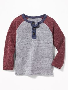 He'll look cool all season long in toddler boy tees from Old Navy. Tees for toddler boys are a sure thing that's easy and fun to wear. Trendy Toddler Boy Clothes, Cool Baby Boy Clothes, Toddler Clothing Stores, Toddler Boy Fashion, Toddler Boy Outfits, Toddler Boys, Kids Outfits, Kids Fashion, Fashion Clothes