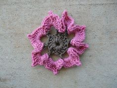 Strawberry crochet flower round of a granny square, crochetbug, 101 crochet squares, jean leinhauser