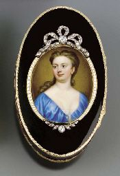 A GEORGE II GOLD-LINED COMPOSITION SNUFF-BOX SET WITH A PORTRAIT MINIATURE