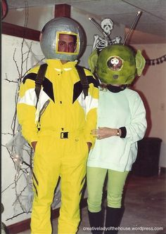 The alien and the astronaut costume Halloween Photos, Halloween Party, Halloween Costumes, Hippie Birthday, Astronaut Costume, Neon Colors, Mardi Gras, To My Daughter, Ronald Mcdonald