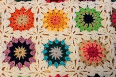 As I mentioned in the previous post ' 10 Different Ways to Join Granny Squares ' I like to plan ahead with my blankets/afghans. Crochet Circles, Crochet Squares, Joining Granny Squares, Cake Blog, Knit Crochet, Crochet Afghans, Crochet Patterns, Crochet Ideas, Favorite Holiday