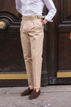 New cut : cotton gurkha trousers for spring and summer ! Men Trousers, Mens Pleated Trousers, Formal Trousers For Men, Suit Pants, Pants For Men, Mens Trousers Casual, Trouser Pants, Casual Pants, Suit Fashion