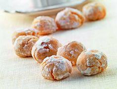 Il maestro Luca Montersino ci conquista oggi con una rivisitazione di un grande classico della tradizione dolciaria, in formato mignon: gli amaretti morbidi. http://www.alice.tv/dolcetti-mignon/amaretti-morbidi