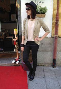 dorado y negro :)  , Stradivarius en Chaquetas, Zara en Pantalones, Sfera en Camisas / Blusas