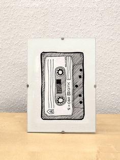 Cassette / Fineliner on paper 14 € - Skizzieren Ink Illustrations, Illustration Art, Camera Drawing, Black White Art, Pen Art, Doodle Art, Easy Drawings, Art Inspo, Art Sketches